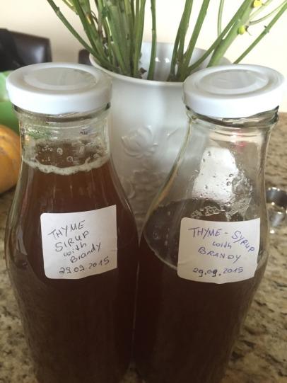 Thymian Sirup in Flaschen