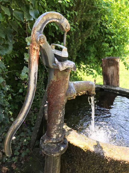 Brunnen im Sommer